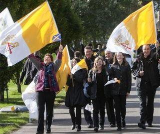 41334302-pilgrims-arrive-bellahouston-park-glasgow-scotland-prior-open-air-papal