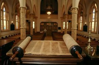 2.5-8_CRIPPLED_WOMAN_Torah_scrolls
