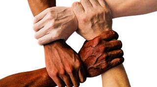 Hands-interracial-1000x556