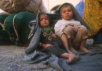 Jalozai_children_waiting_m